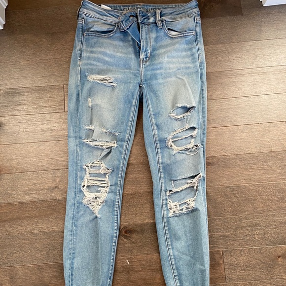 Light wash American eagle skinny jeans